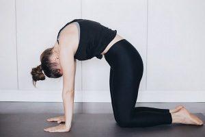 Упражнения при ПМС - выгните спинку